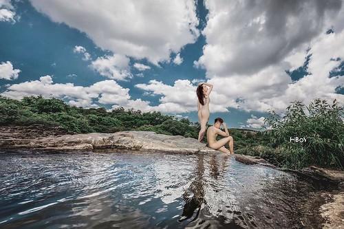 Đỏ mặt với bộ ảnh cưới khoe thân trong rừng và dưới thác của cặp đôi 9x 08