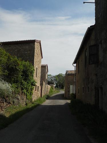 2018-05-12 - Rando à Maclas - Le Plateau de Bessey et le Batalon (02), Chemin entre les maisons