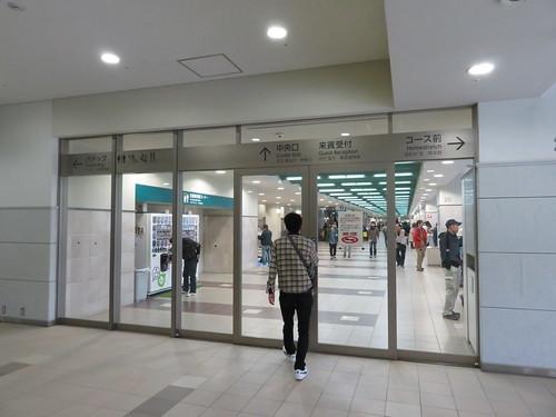福島競馬場2階の通路扉