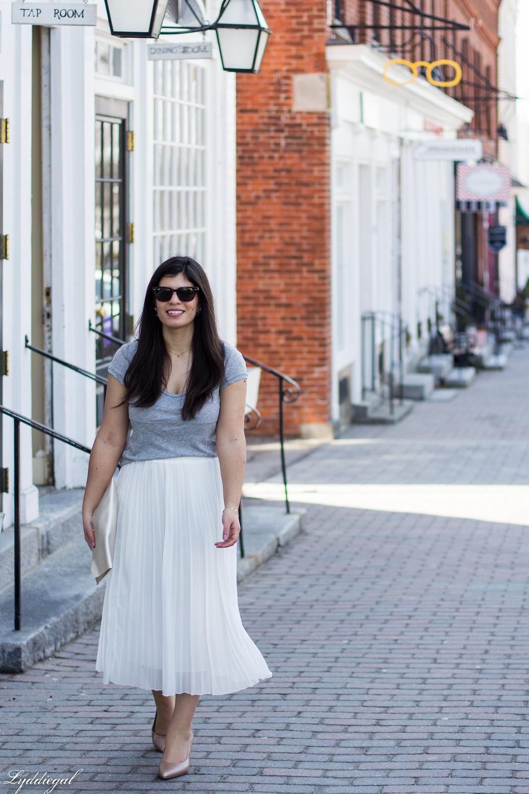 white pleated midi skirt, grey tee, nude heels, scalloped clutch-9.jpg