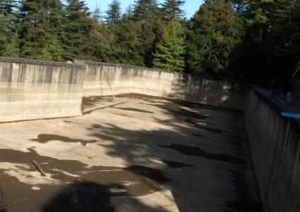 एक करोड़ लीटर पानी का सूखा टैंक