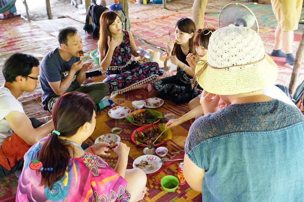 【暹粒】沒有桌子的餐廳 這樣也能吃烤雞+暹粒舊市場old market買貢布胡椒