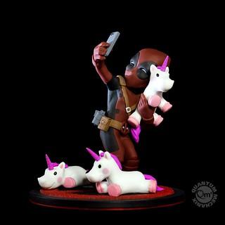 試圖找到一個最棒的自拍角度!! Quantum Mechanix Q-Fig 系列 Marvel Comics【死侍 #獨角獸自拍】Deadpool #unicornselfie Q-Fig Diorama