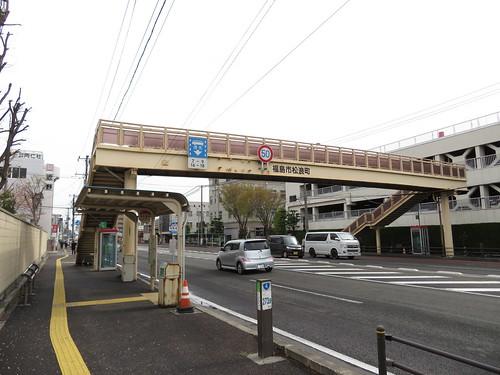 競馬場前バス停から福島競馬場をつなぐ歩道橋
