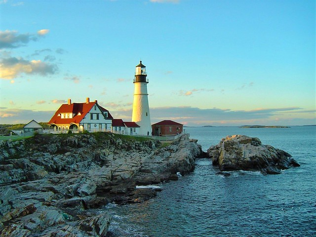 #PortlandHeadLight is an iconic #lighthouse, along with the Keepers' Quarters that now houses the Lighthouse's museum. This lighthouse is not to be missed if visiting Portland, Maine, along with the stunningly beautiful shoreline of #FortWilliamsPark that