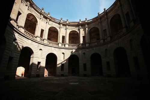 Palazzo Farnese: cortile interno