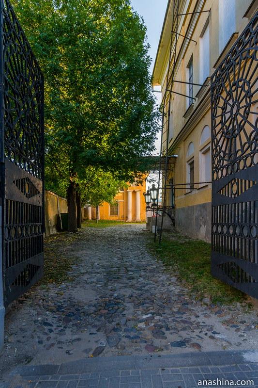 Въездные ворота, усадьба Золотаревых-Кологривовых, Калуга