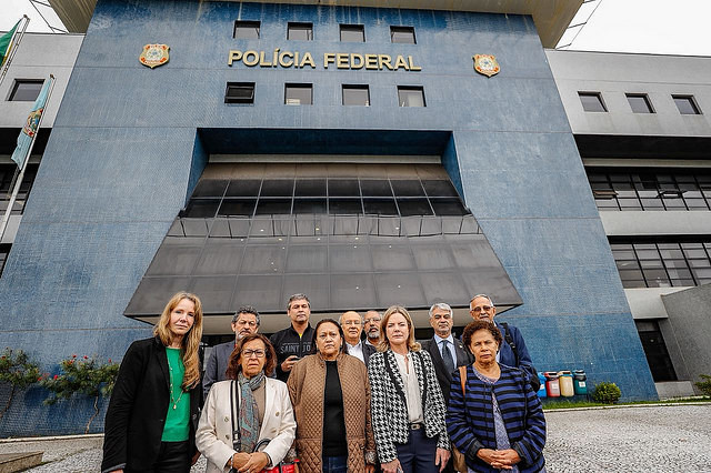 11 senadores de la Comisión de Derechos Humanos visitan a Lula en la sede de la Superintendencia de la Policía Federal en Curitiba - Créditos: Ricardo Stuckert