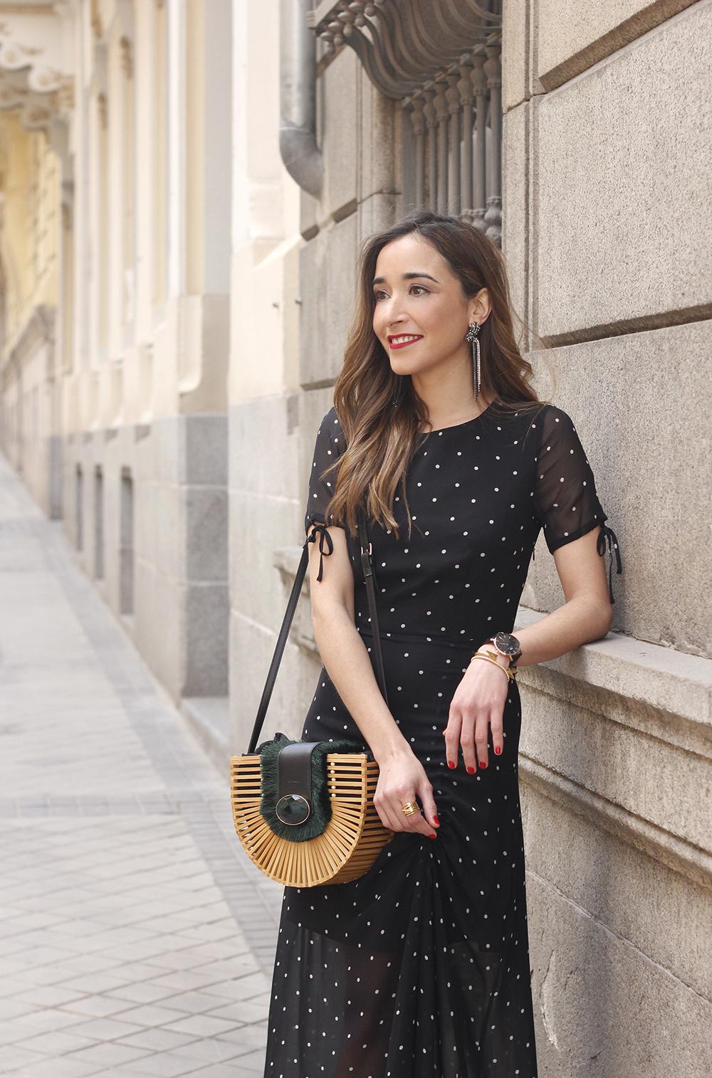 polka dot dress uterqüe jewel heels denim jacket outfit street style bamboo bag09
