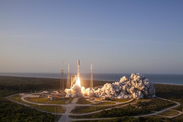 Liftoff! Atlas V AFSPC-11, Canon EOS 5D MARK II, Canon EF 35mm f/2 IS USM