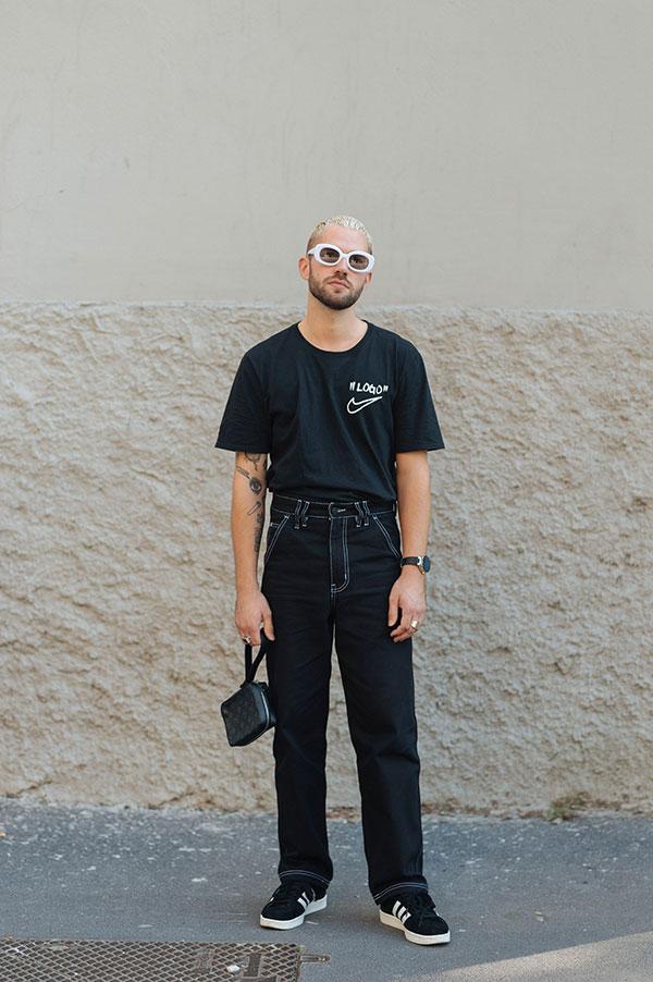 黒Tシャツ×黒パンツ×adidas campus黒