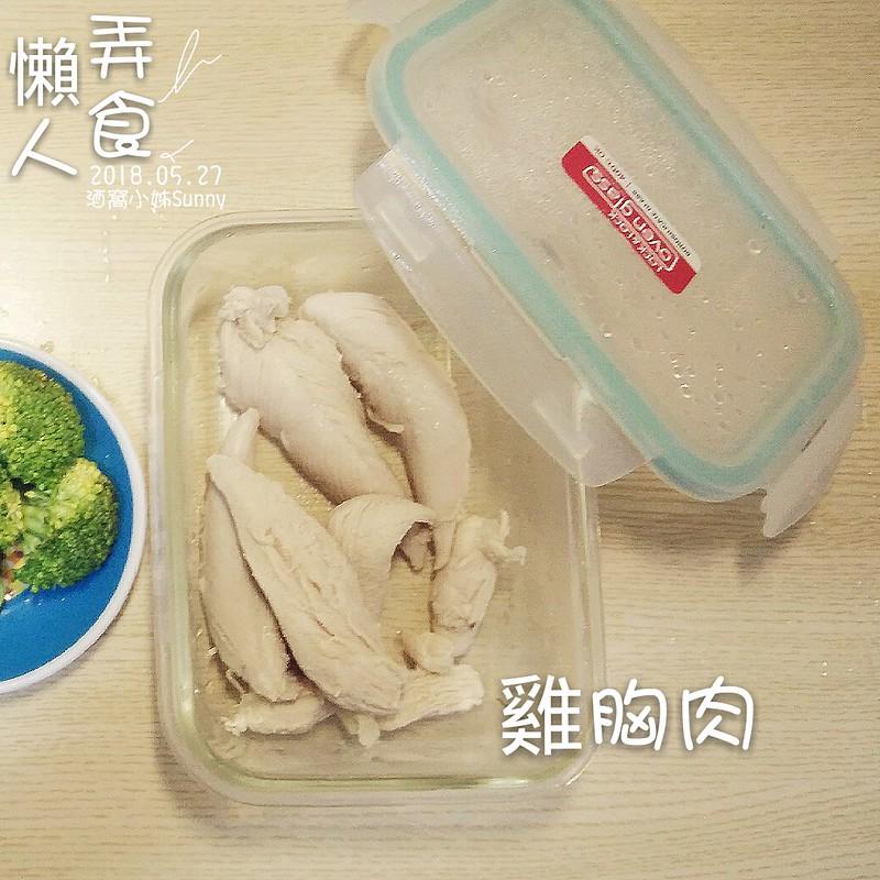 白醬雞肉佐洋蔥花椰菜