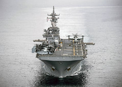 USS Essex (LHD 2) transits the Pacific Ocean.