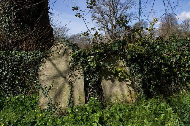Robert Brown & Harriet Short memorials, Loders Churchyard