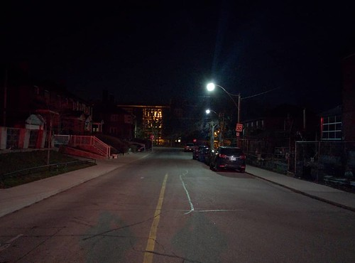 Looking east, Dewson at Ossington #toronto #ossingtonave #collegestreet #intersection #night
