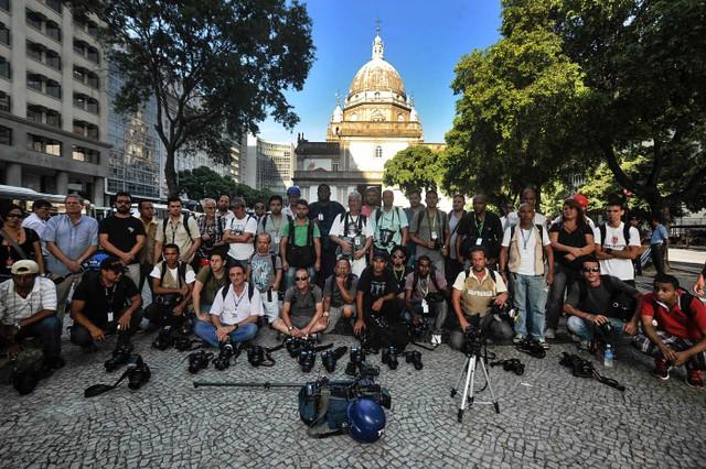 Em ato realizado no Rio de Janeiro em 2013, profissionais de imprensa protestam contra ataques durante cobertura  - Créditos: Fernando Frazão/Agência Brasil