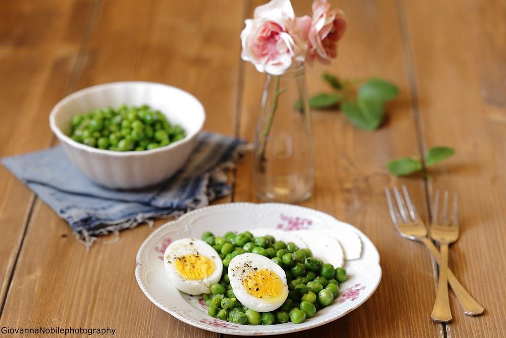 Piselli con uova soda e ricotta salata 1