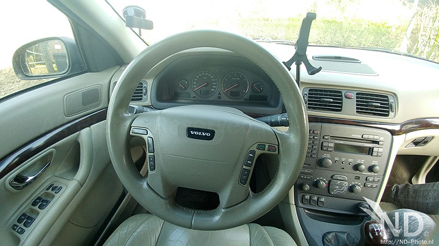 Volvo S80 2.4T cockpit view