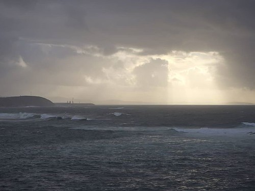 El mes de marzo trajo 30 días de lluvia a #Coruña pero también buenas sesiones de nubes. Al fondo se puede ver el puerto exterior. #nubes #clouds #olympus #olympusomd #ocean #océano
