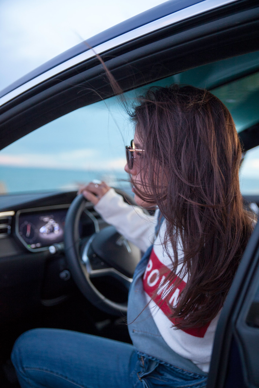 theguestgirl tesla conducción