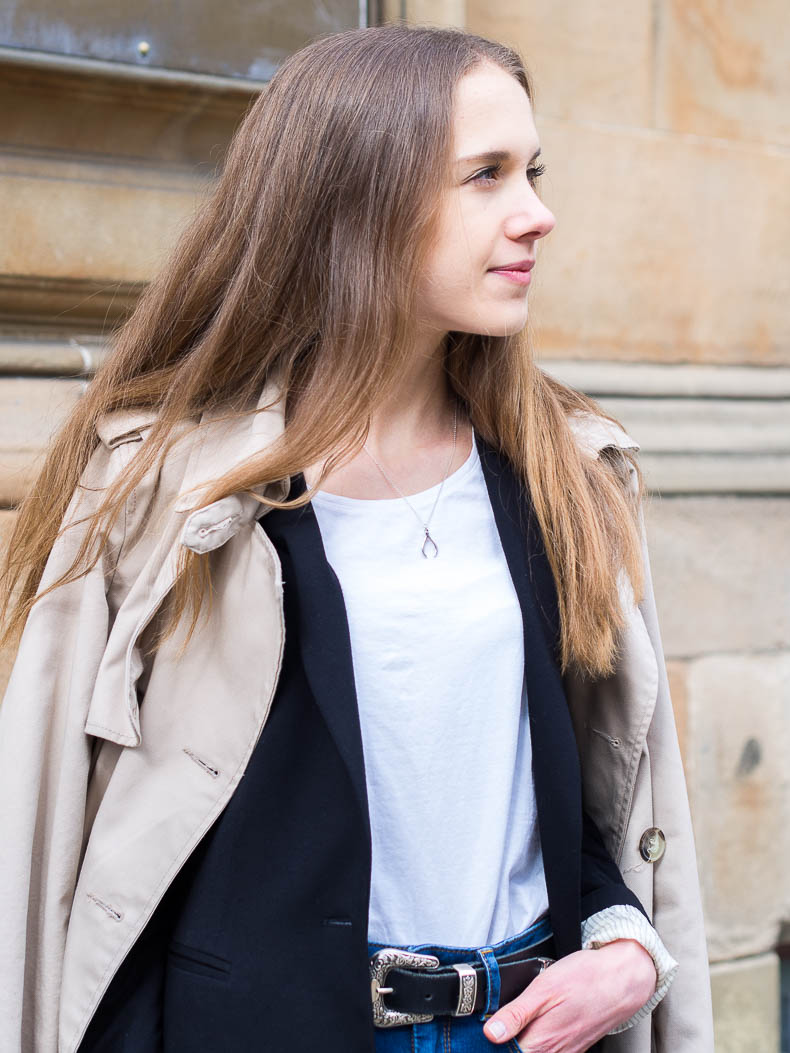 trench-coat-and-blue-denim-outfit-inspiration