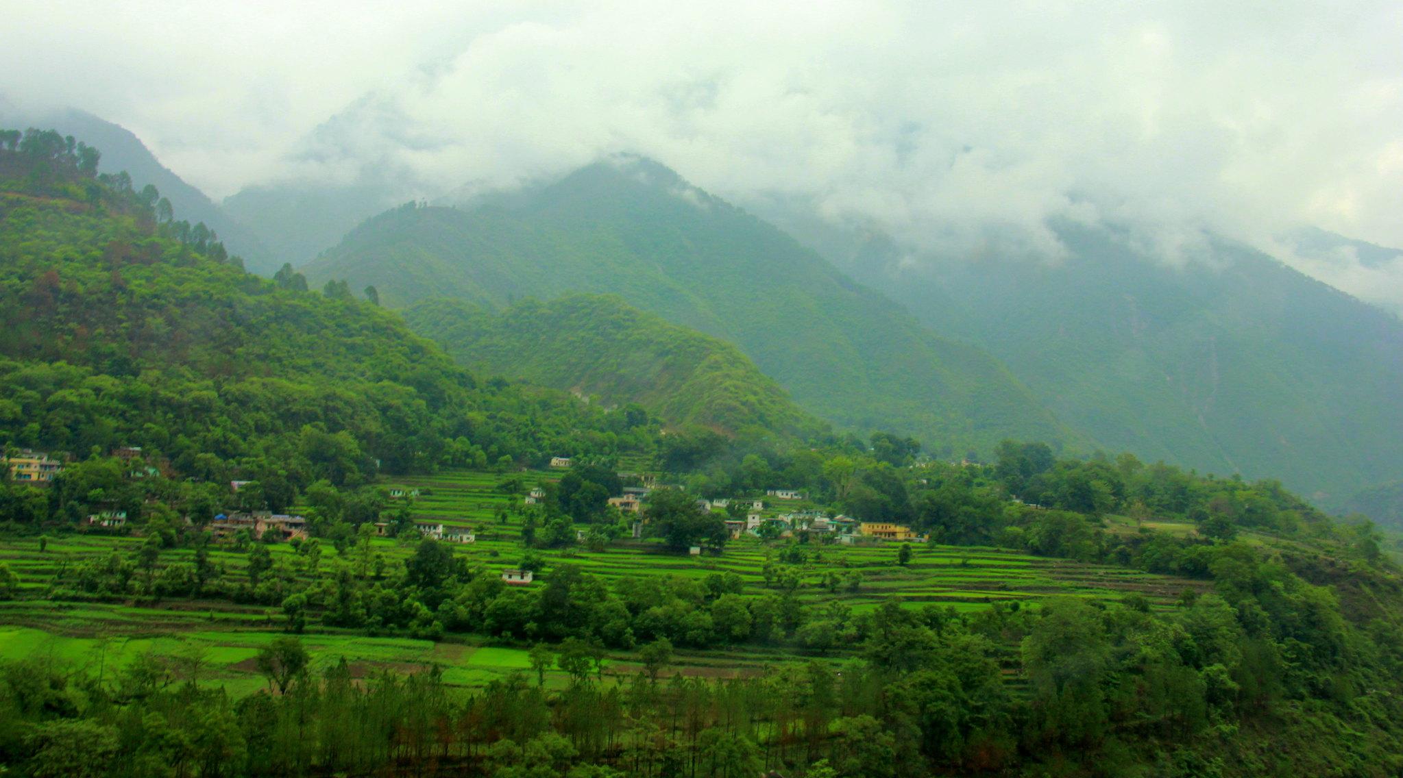 Beautiful Himalayas welcome you into the area of uttarakhand prayags