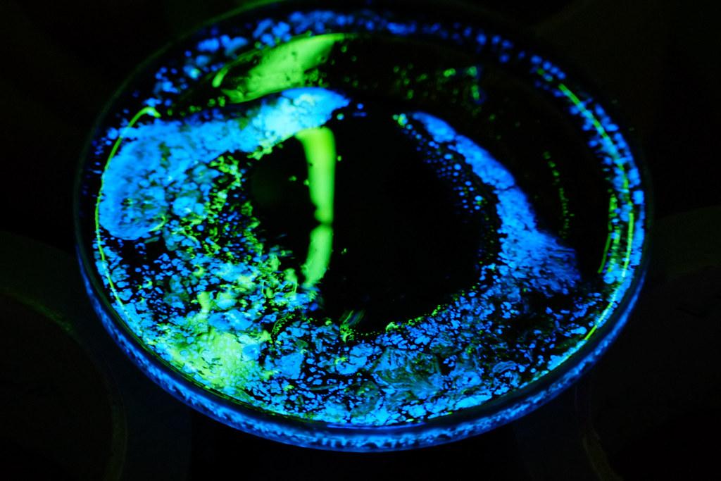 Ferrofluid and Glowsticks, no ferrocell