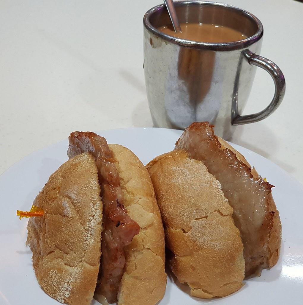 澳門豬扒豬仔包 Macanese crispy bum w/pork chop $28 @ 澳門茶餐廳 Macau Restaurant at 九龍尖沙咀樂道 25-27地下 Kowloon Tsim Sha Tsui Lock Road