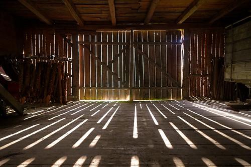 Lichteinfall in alte Scheune