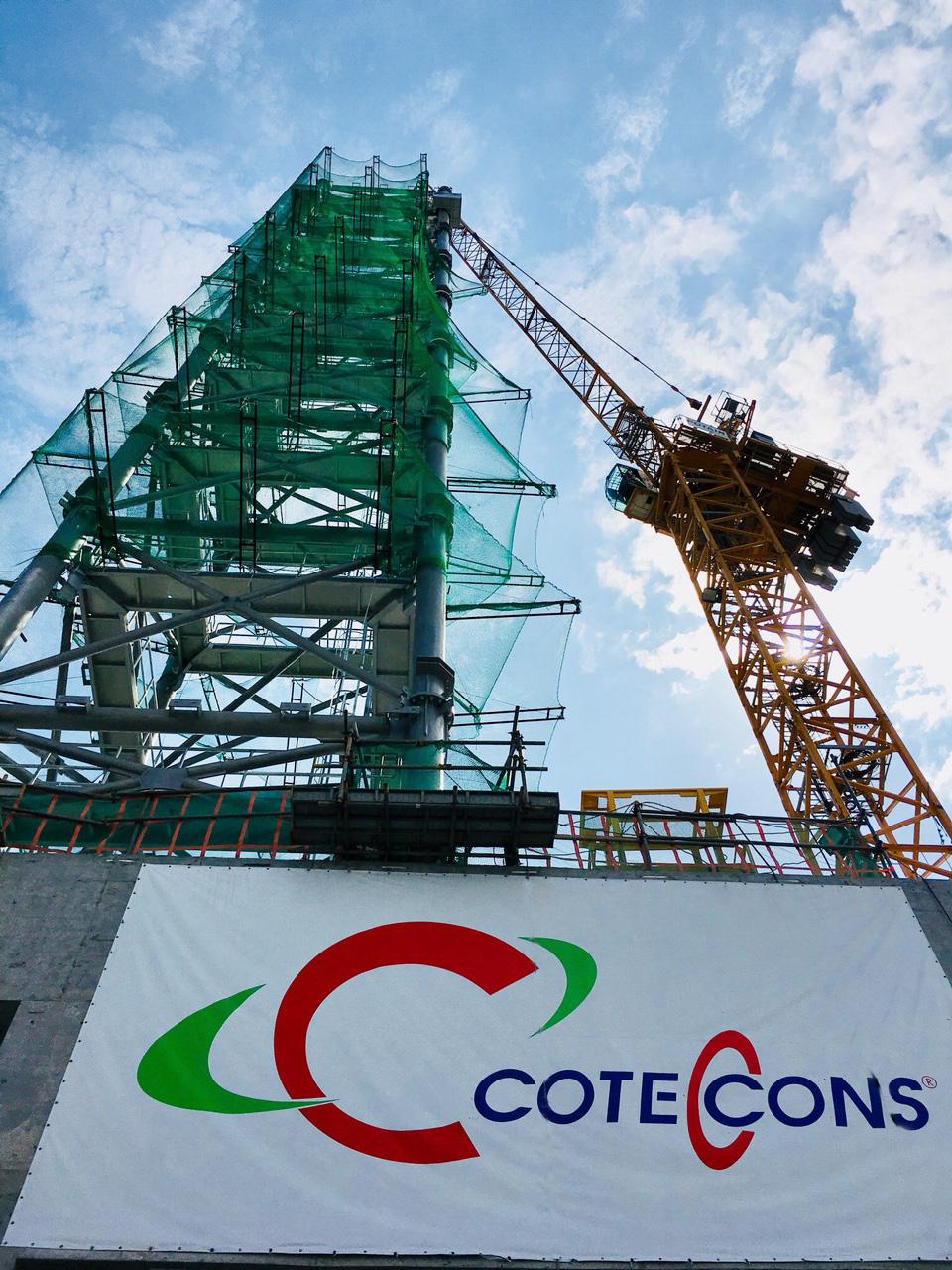 Lắp đặt thành công đỉnh tháp Landmark 81.