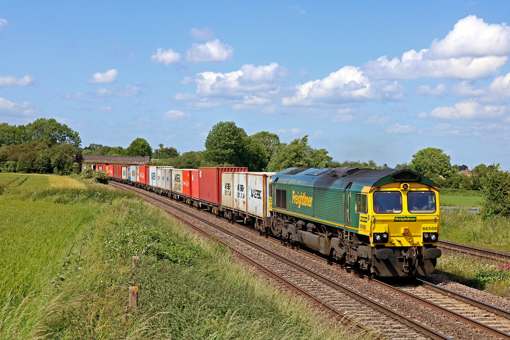 Freightliner 66568 passes Thurmaston, MML heading towards Leicester on 14.6.18 with 4M81 0801 Felixstowe North F.L.T. to Crewe Bas Hall S.S.N. liner some 170 mins late