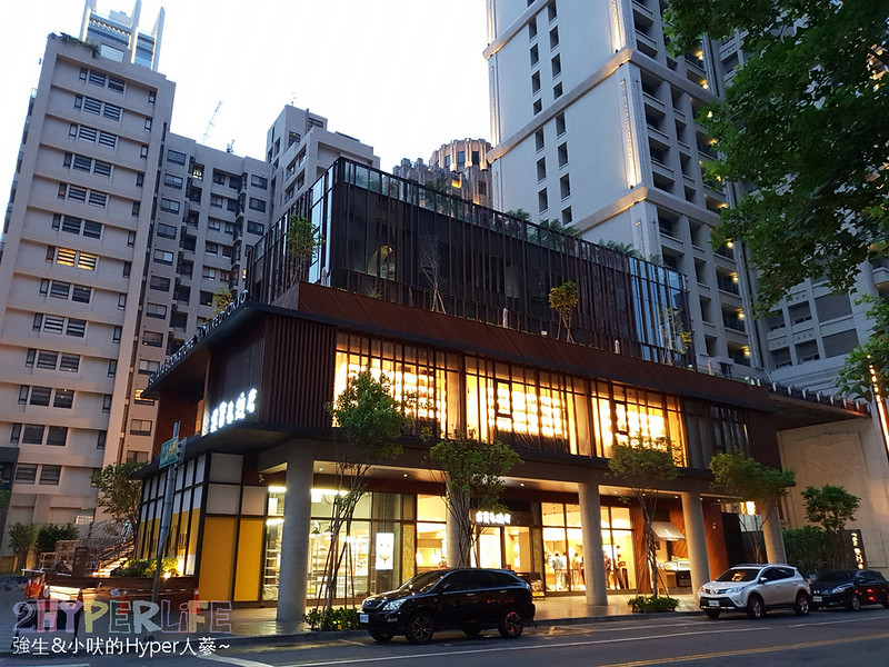 41454907402 f16d9ab569 c - 有全球最美20書店之一美譽的TSUTAYA BOOKS即將進駐台中啦,蔦屋書店台中市政店搶先看!