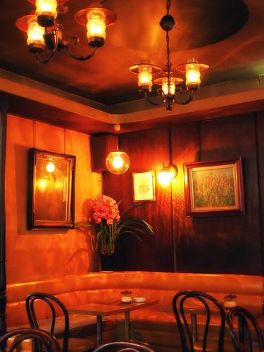 津の喫茶店:中村珈琲奥の席