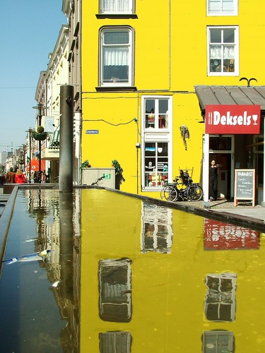 Nijmegen reflected in yellow