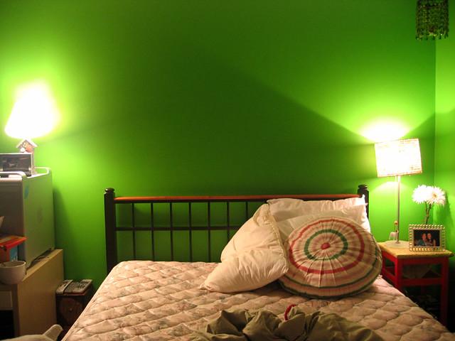 Einzelne Wände grün streichen