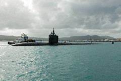 USS Oklahoma City (SSN 723) approaches the pier at Naval Base Guam, Dec. 8. (U.S. Navy/PO1 Jamica Johnson)