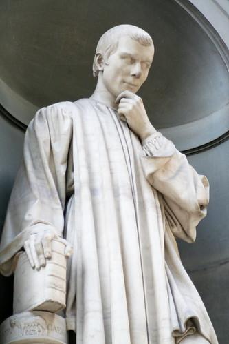 Uffizi statue: Niccolo Machiavelli