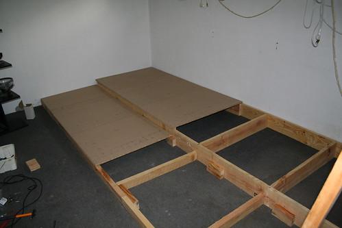 fabriquer une estrade en bois table de lit
