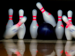 bowling pin(1.0), individual sports(1.0), sports(1.0), ball game(1.0), ten-pin bowling(1.0), bowling(1.0), ball(1.0),