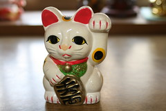 Maneki neko (lucky cat) 招き猫