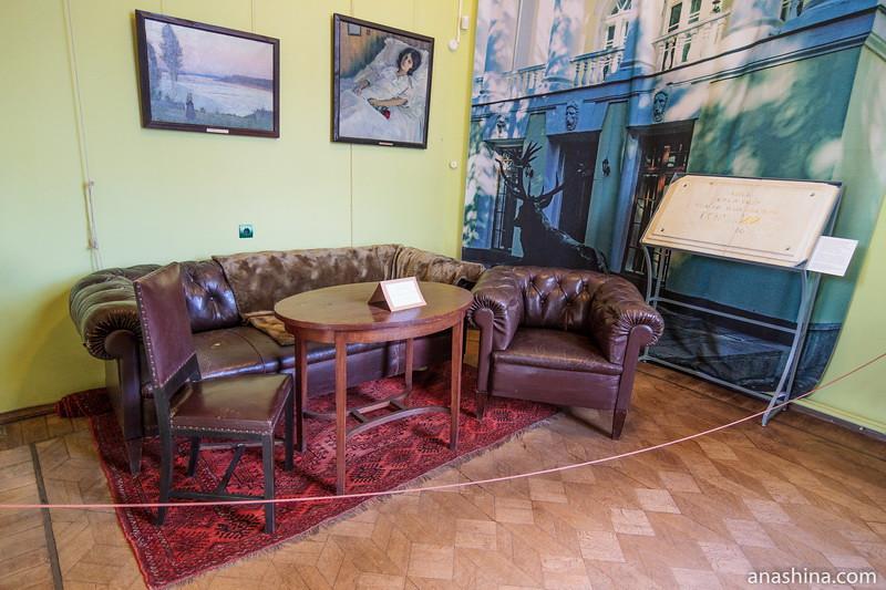 Мемориальная комната с предметами мебели из Горок