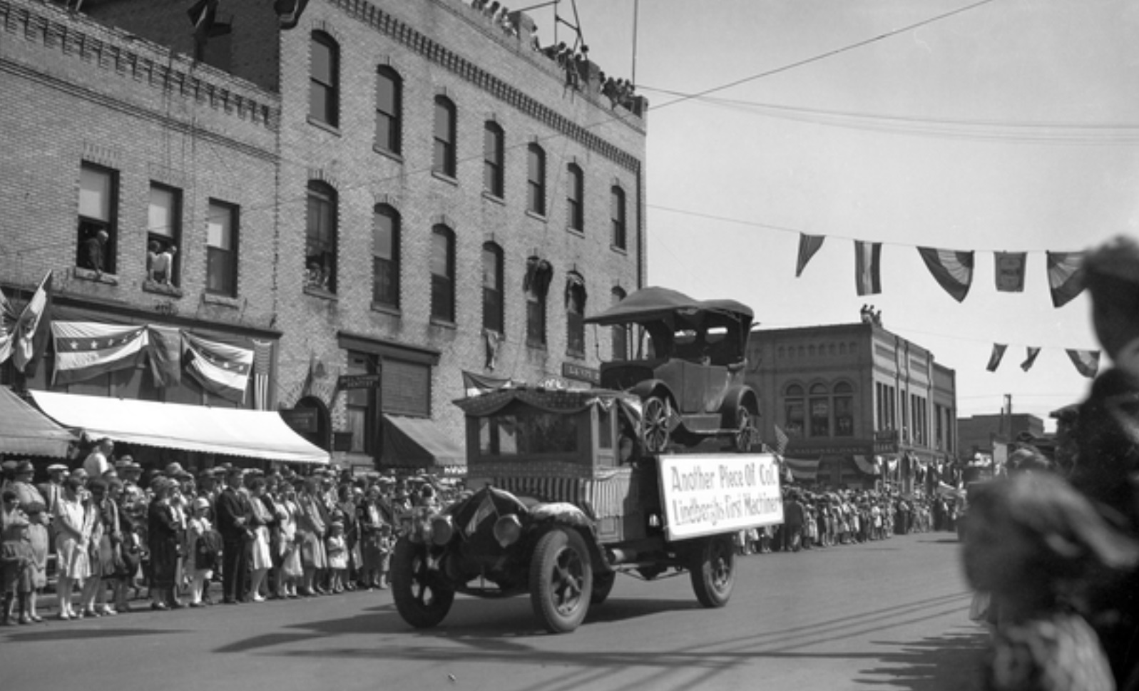A photograph of the Lindbergh Homecoming parade in Little Falls, Minnesota, on August 25, 1927, shows the 1916 Saxon car bearing a sign reading