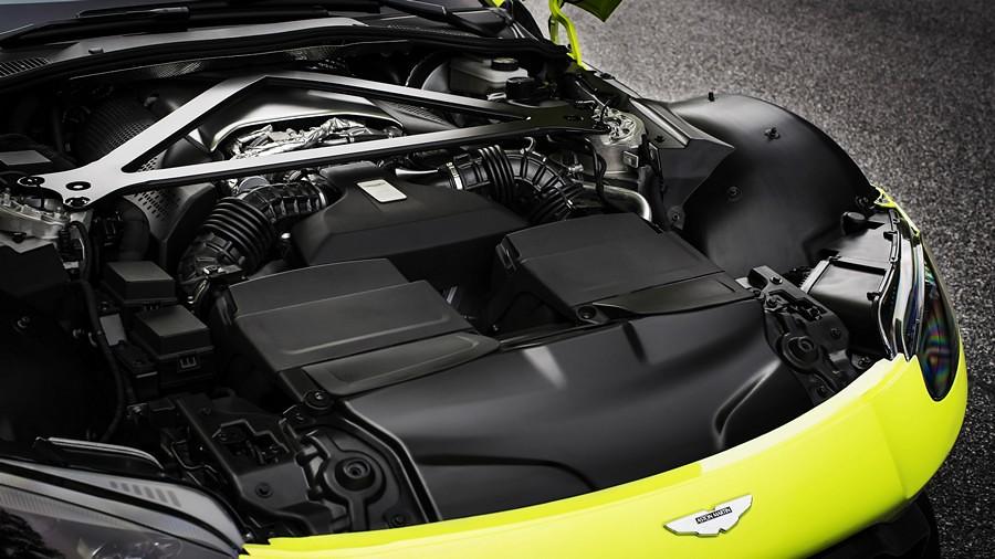 Aston Martin Vantage 04