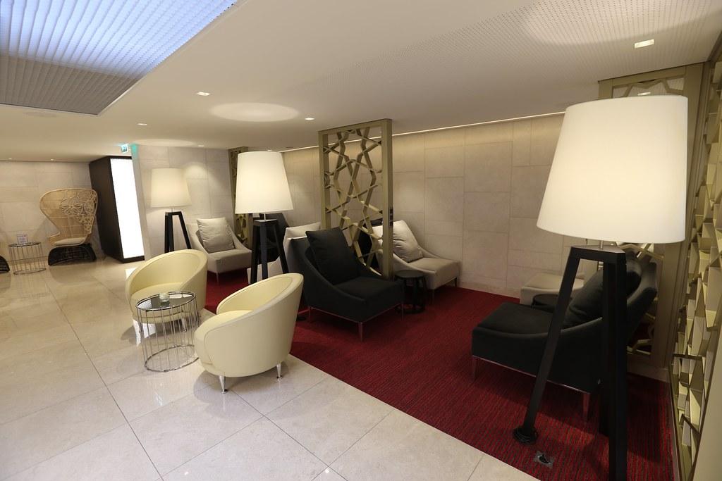 Qatar lounge at Paris CDG 39