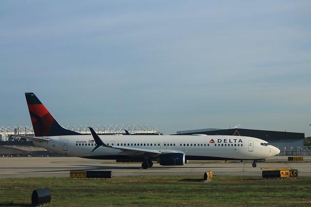 Delta N855DN: Boeing 737-900