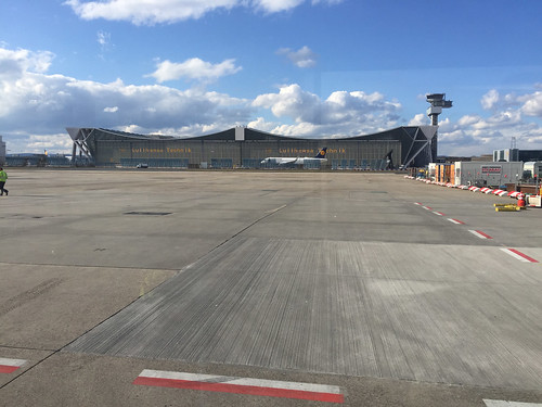 08 - Fahrt über das Rollfeld Flughafen FFM