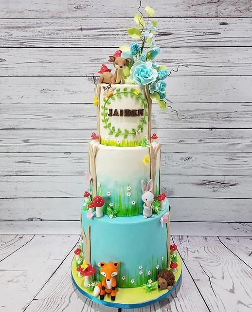 Cake by LuxuryCakes.CA