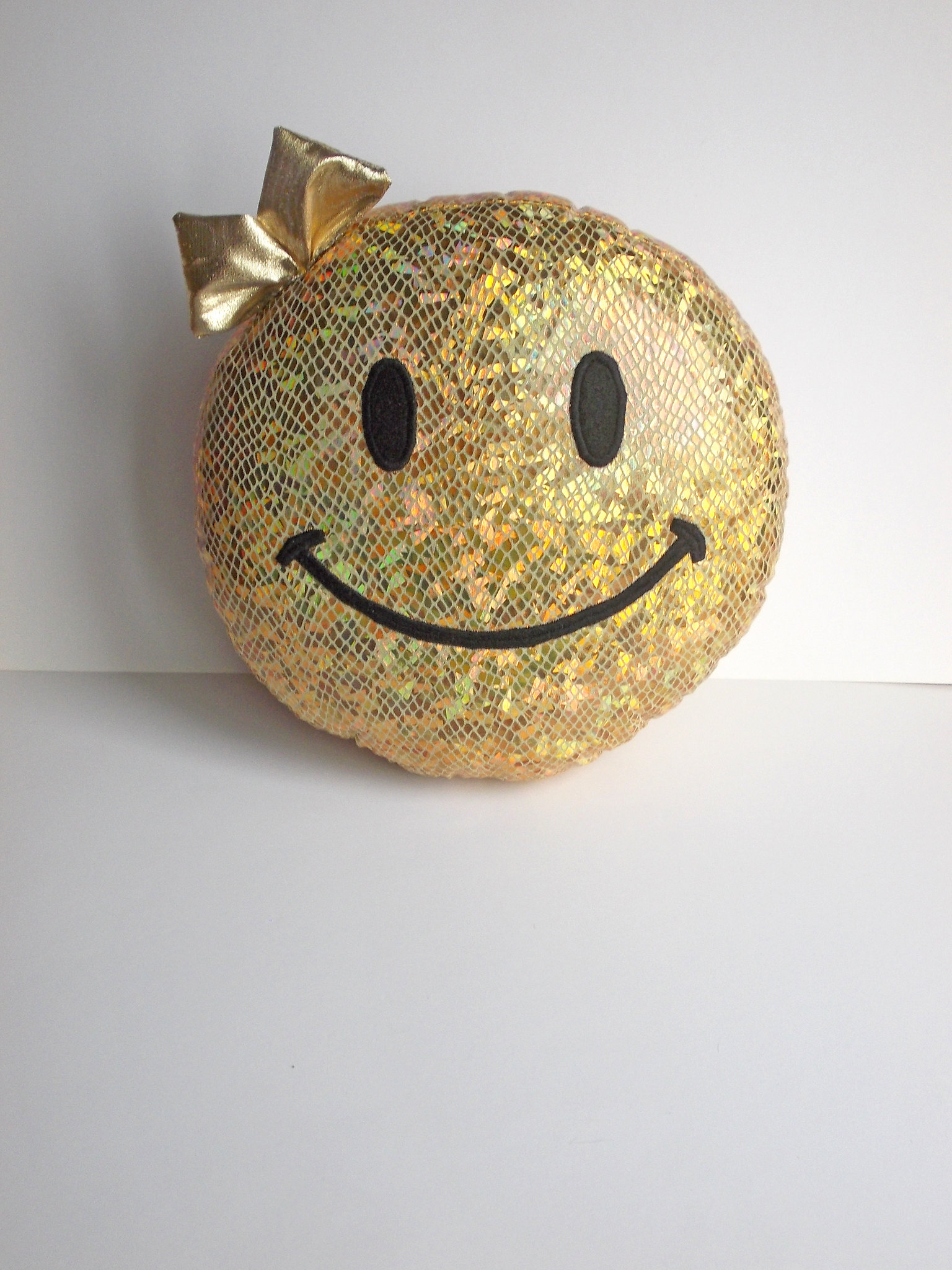 hologram smiley face, golden smiley stuffed toy_6