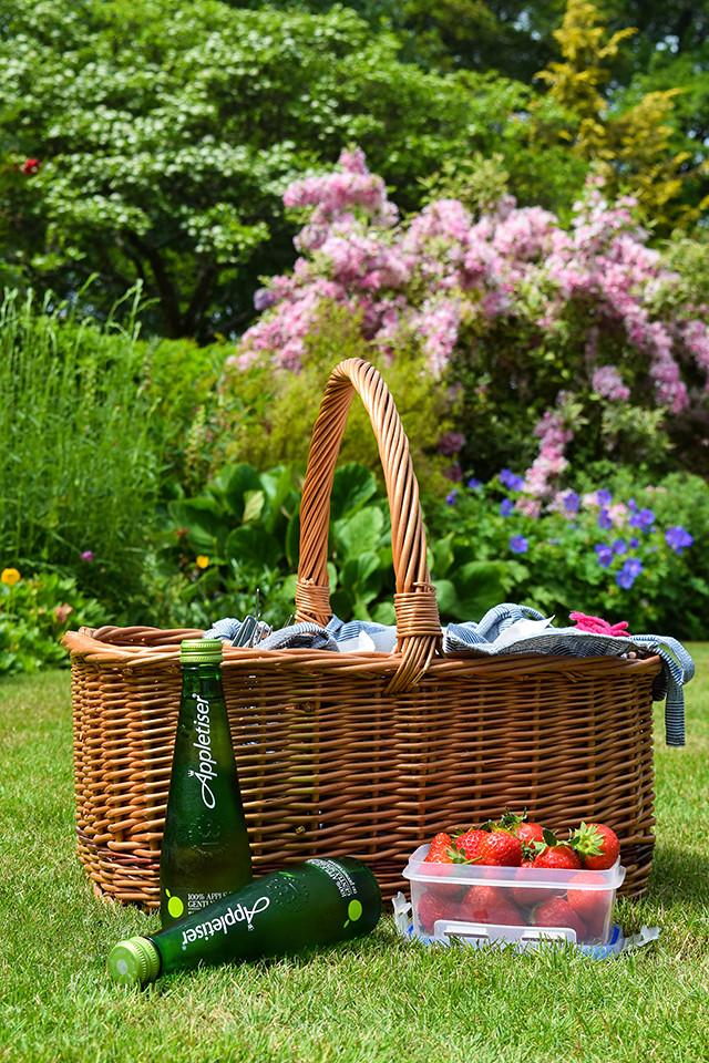 Appletiser Picnic Basket #picnic #summer