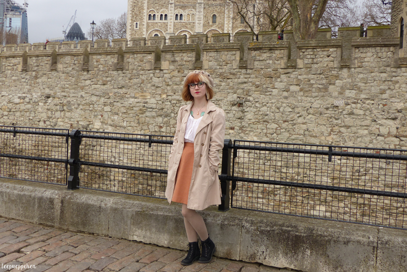 come fly with me outfit vintage midcentury ralph lauren beret trench coat london